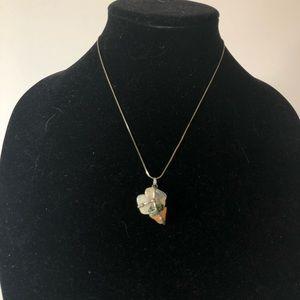 🌸 Vintage   stone pendant necklace